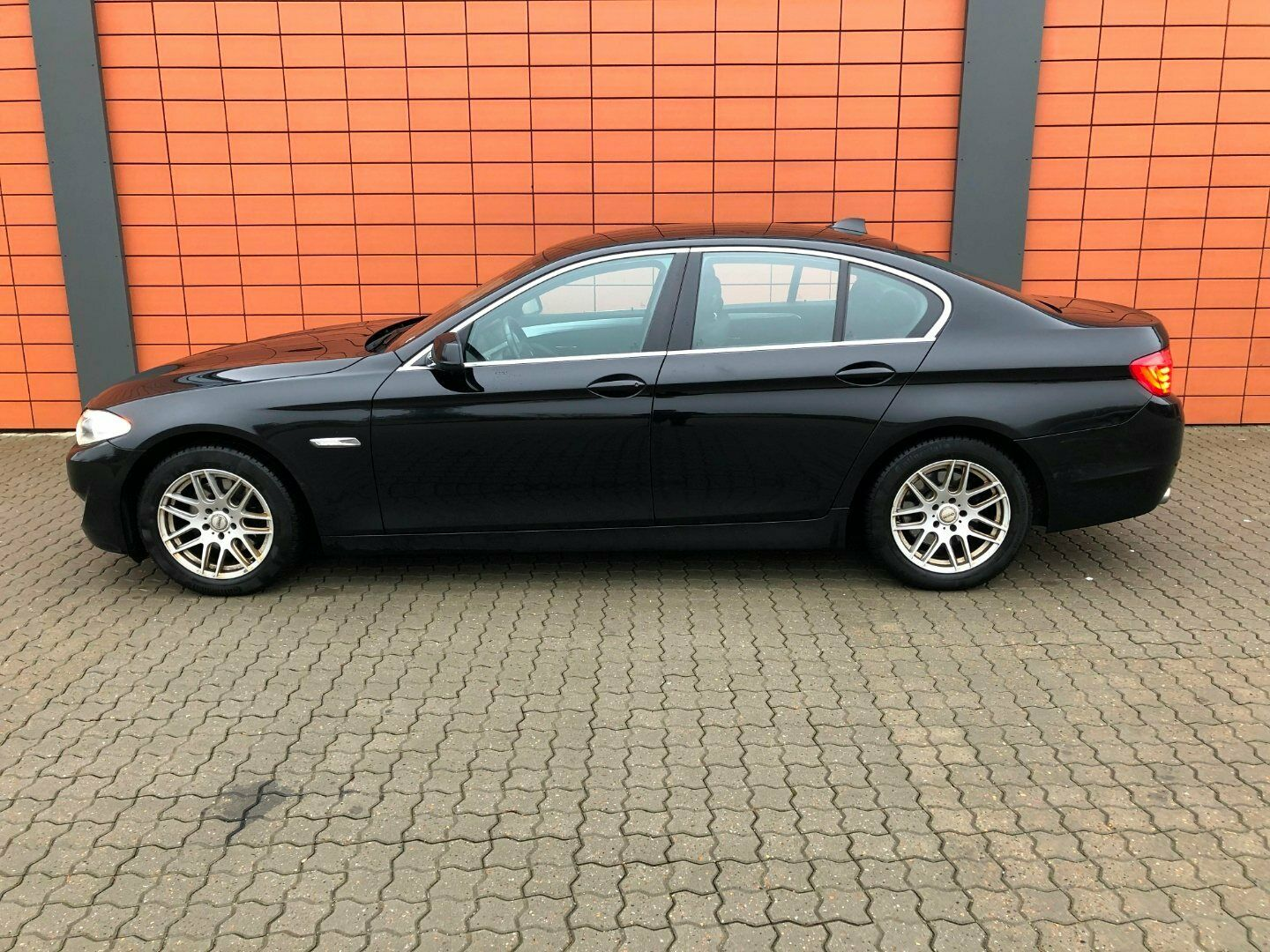 BMW 520d 2,0 aut. 4d, Sortmetal